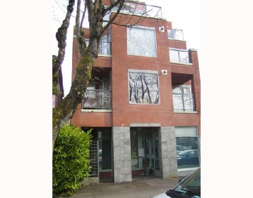 "Main Photo: 101 3673 W 11TH Avenue in Vancouver: Kitsilano Condo for sale in ""ALMA COURT"" (Vancouver West)  : MLS® # V705715"