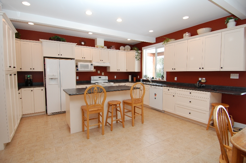 Photo 10: Photos: 6762 WALL STREET in HONEYMOON BAY: House for sale : MLS® # 272058