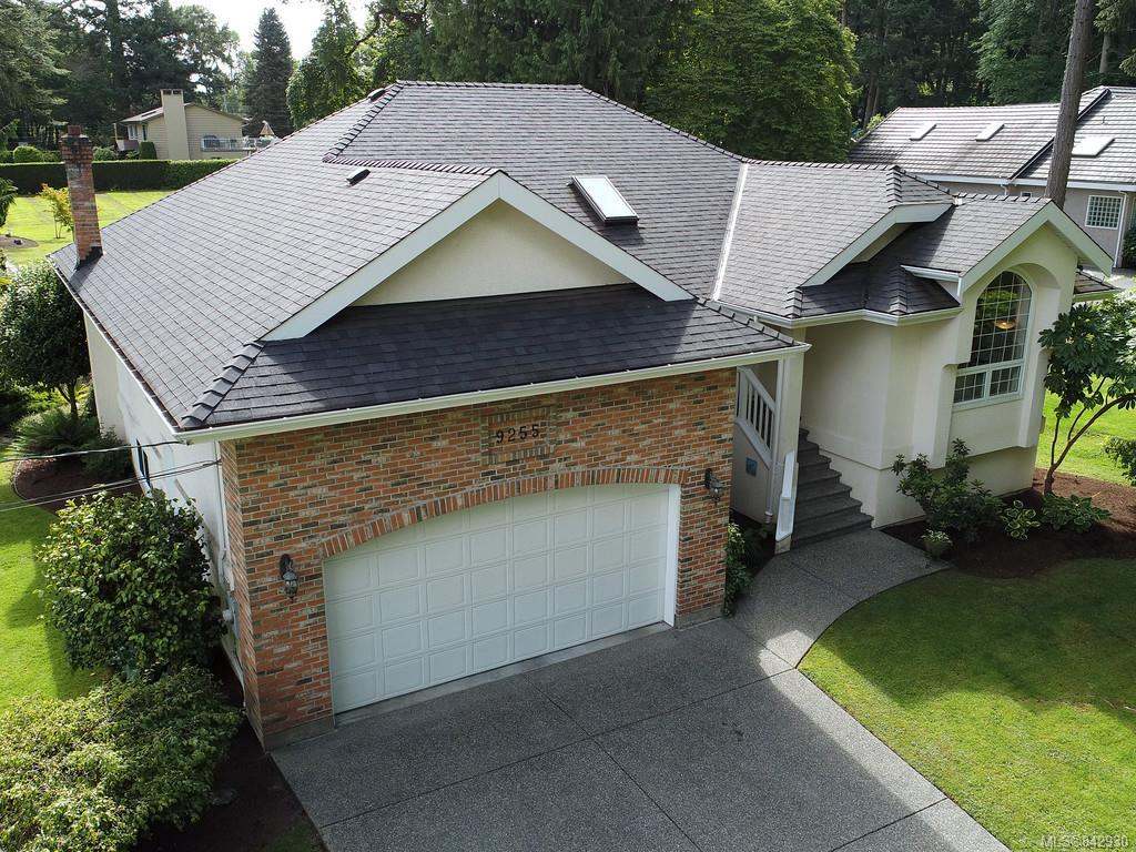 FEATURED LISTING: 9255 Jura Rd North Saanich
