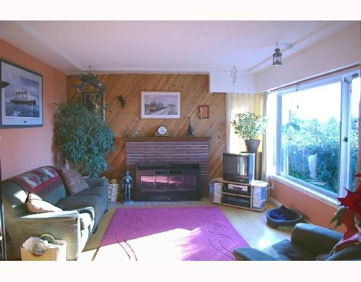 Photo 4: Photos: 432 Lyon Pl in North Vancouver: Central Lonsdale House for sale : MLS®# v684860