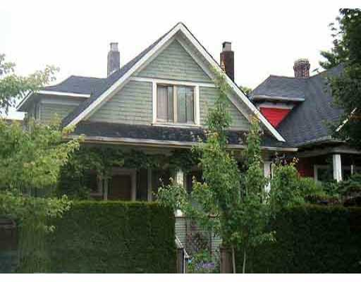 Main Photo: 2711 WOODLAND Drive in Vancouver: Grandview VE House for sale (Vancouver East)  : MLS(r) # V636623