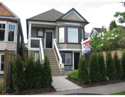 Main Photo: 322 E 18TH Avenue in Vancouver: Main House for sale (Vancouver East)  : MLS®# V711380