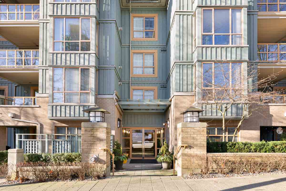 FEATURED LISTING: 212 - 285 NEWPORT Drive Port Moody