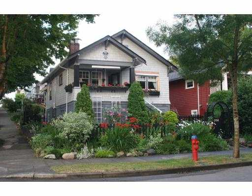 "Main Photo: 2904 MANITOBA Street in Vancouver: Mount Pleasant VW House for sale in ""MANITOBA COTTAGE"" (Vancouver West)  : MLS®# V666363"