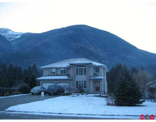 "Main Photo: 49024 RIVERBEND Drive in Sardis: Chilliwack River Valley House for sale in ""RIVERBEND ESTATES"" : MLS® # H2700198"