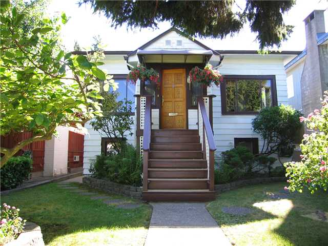 Main Photo: 824 SCOTT ST in New Westminster: The Heights NW House for sale : MLS(r) # V842212