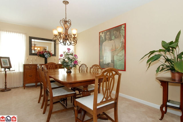 Photo 3: 14460 18A AV in Surrey: House for sale : MLS® # F1021975
