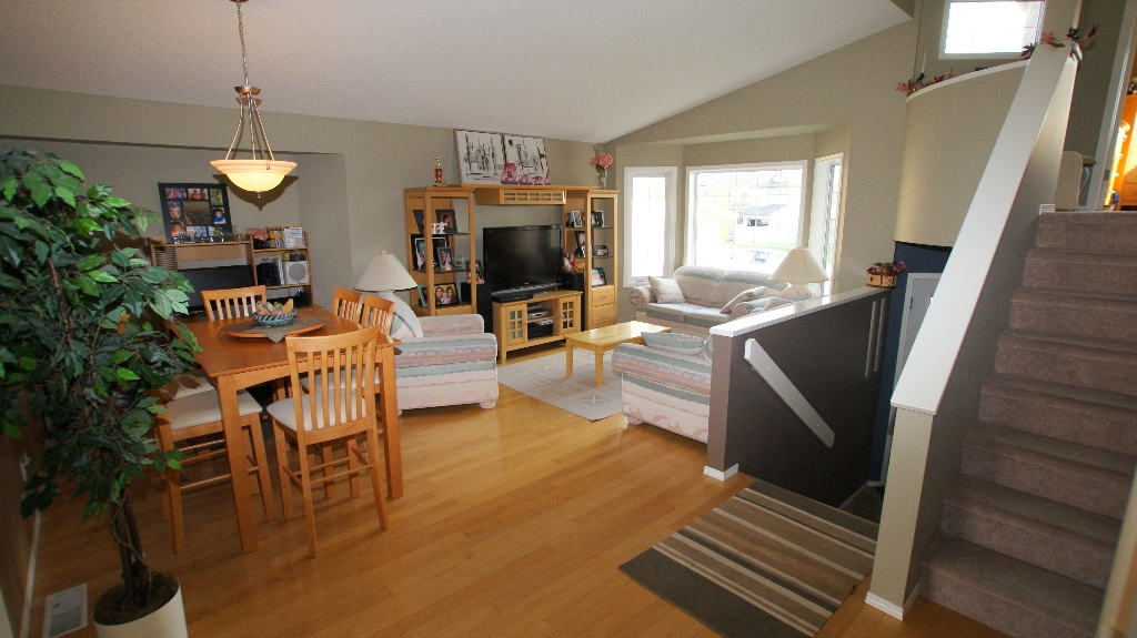 Photo 10: 108 William Gibson Bay in Winnipeg: Transcona Residential for sale (North East Winnipeg)