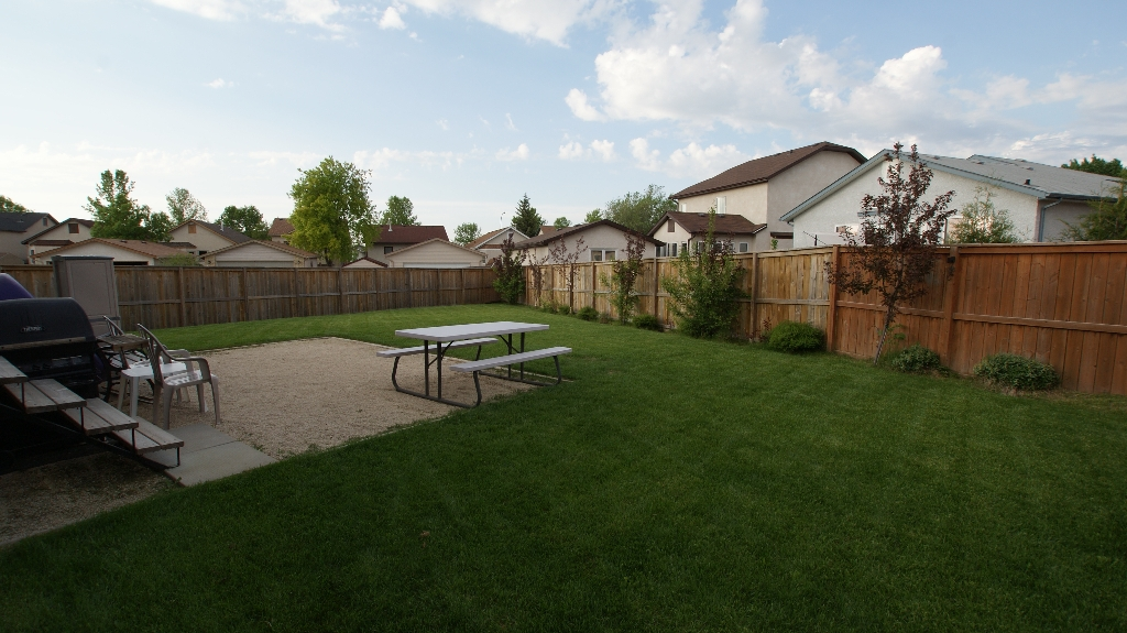 Photo 3: 108 William Gibson Bay in Winnipeg: Transcona Residential for sale (North East Winnipeg)