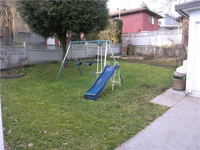 "Photo 9: 407 Shiles Street in New Westminster: The Heights NW House for sale in ""THE HEIGHTS"" : MLS(r) # V867813"