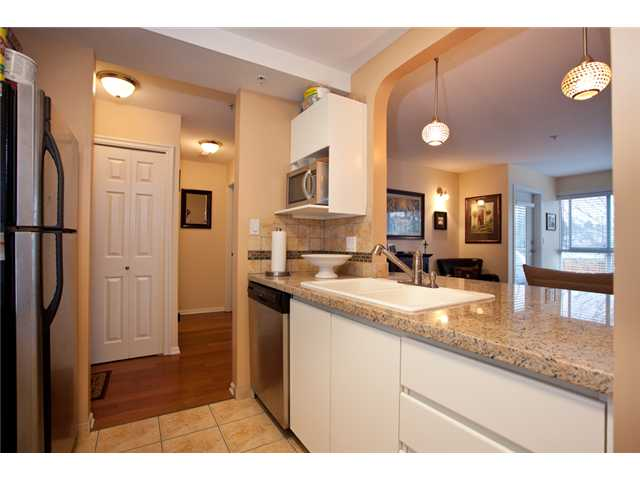 Photo 6: # 201 4990 MCGEER ST in Vancouver: Collingwood VE Condo for sale (Vancouver East)  : MLS(r) # V827027