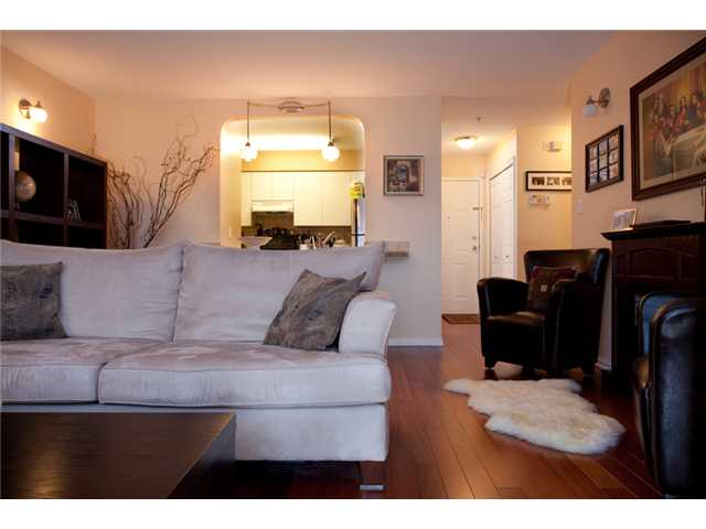 Photo 3: # 201 4990 MCGEER ST in Vancouver: Collingwood VE Condo for sale (Vancouver East)  : MLS(r) # V827027