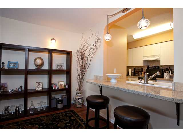 Photo 2: # 201 4990 MCGEER ST in Vancouver: Collingwood VE Condo for sale (Vancouver East)  : MLS(r) # V827027