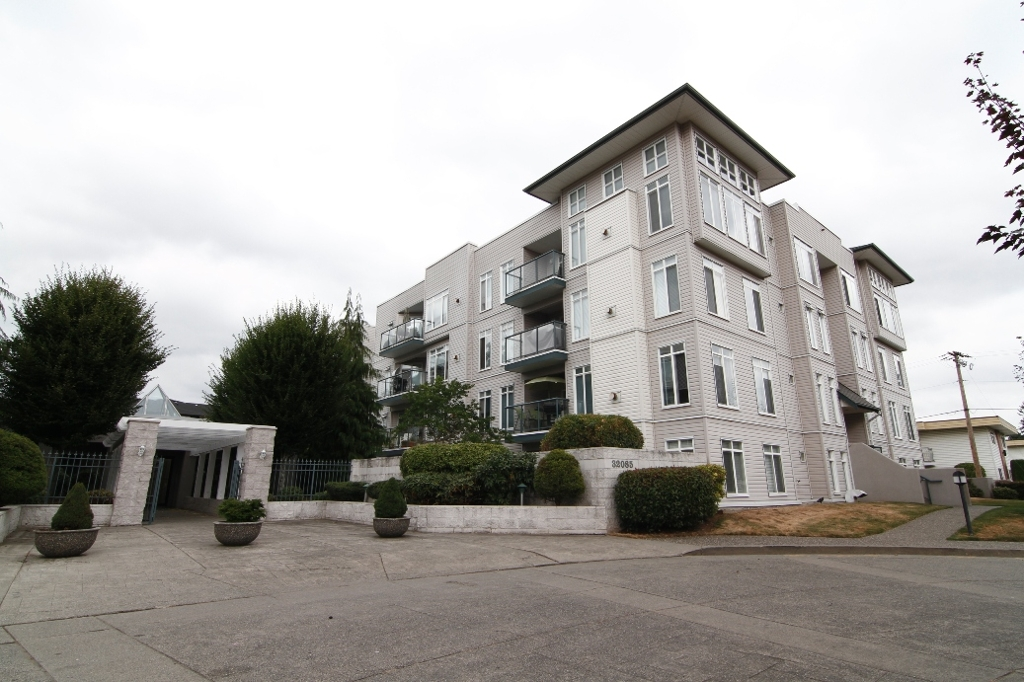 FEATURED LISTING: 218 - 32085 GEORGE FERGUSON Way ABBOTSFORD
