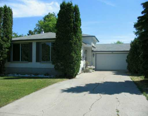 Main Photo: 40 UNIVERSITY Crescent in Winnipeg: Fort Garry / Whyte Ridge / St Norbert Single Family Detached for sale (South Winnipeg)  : MLS(r) # 2612122