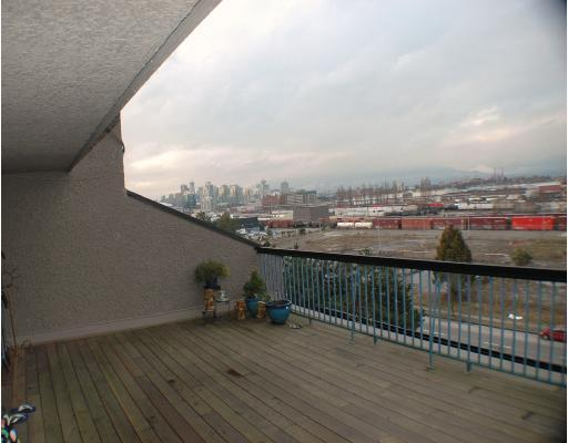 "Photo 2: 720 774 GREAT NORTHERN Way in Vancouver: Mount Pleasant VE Condo for sale in ""PACIFIC TERRACES"" (Vancouver East)  : MLS(r) # V687294"