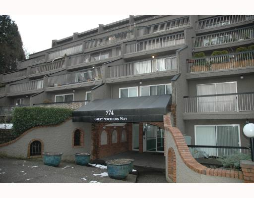 "Photo 1: 720 774 GREAT NORTHERN Way in Vancouver: Mount Pleasant VE Condo for sale in ""PACIFIC TERRACES"" (Vancouver East)  : MLS(r) # V687294"