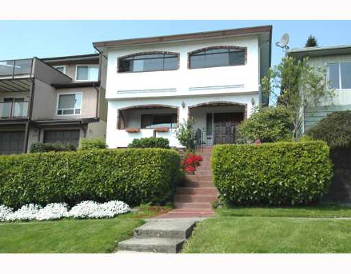 Main Photo: 111 HOLDOM Avenue in Burnaby: Capitol Hill BN House for sale (Burnaby North)  : MLS® # V647472