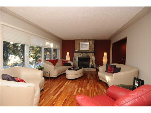 Edmonton Real Estate Central Location Lliving Room