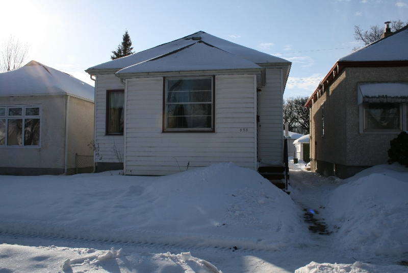 Main Photo: 898 Clifton St. /West End in Winnipeg: West End / Wolseley Single Family Detached for sale (West Winnipeg)  : MLS® # 2900497
