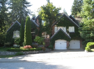 Main Photo: 1611 Larkhall Crescent in North Vancouver: House for sale