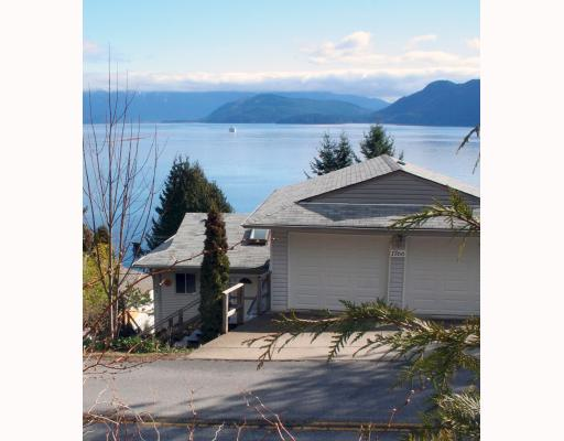 "Main Photo: 1766 NORTH Road in Gibsons: Gibsons & Area House for sale in ""HOPKINS LANDING"" (Sunshine Coast)  : MLS(r) # V692529"