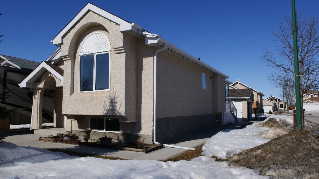 Photo 2: 81 Shauna Way in Winnipeg: North Kildonan Residential for sale (North East Winnipeg)  : MLS(r) # 1105036