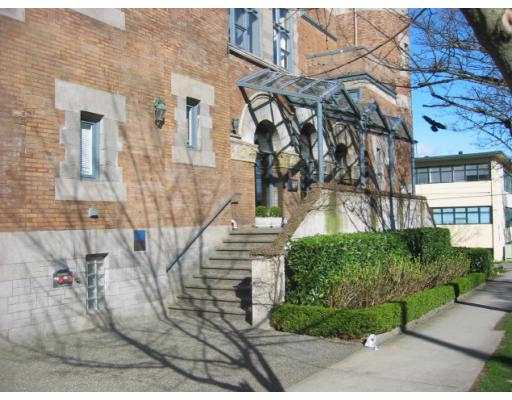 "Photo 2: 2525 QUEBEC Street in Vancouver: Mount Pleasant VE Condo for sale in ""CORNERSTONE"" (Vancouver East)  : MLS(r) # V635479"