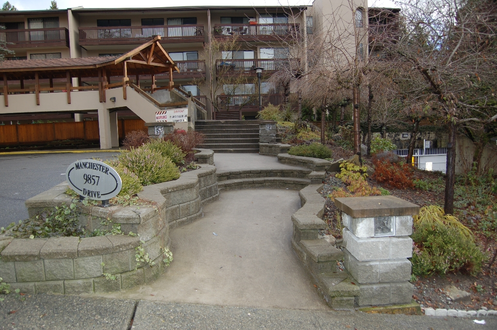 Photo 3: # 205 9857 MANCHESTER DR in Burnaby: Cariboo Condo for sale (Burnaby North)  : MLS(r) # V860920