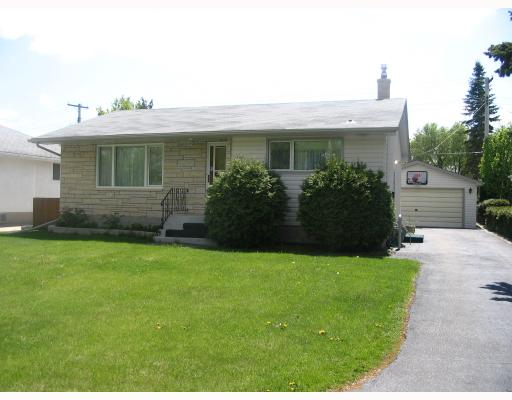 Main Photo: 126 DE GRAFF Bay in WINNIPEG: North Kildonan Residential for sale (North East Winnipeg)  : MLS(r) # 2809947
