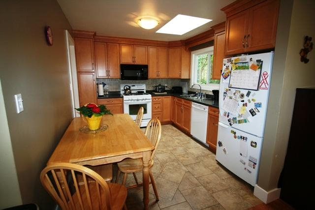 Photo 2: 6752 Jedora Dr in Central Saanich: Residential for sale : MLS(r) # 277166