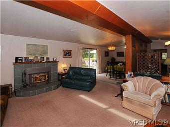Photo 3: 2770 Benson Place in VICTORIA: SE Ten Mile Point Residential for sale (Saanich East)  : MLS(r) # 298656