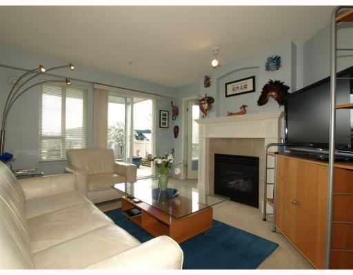 Photo 4: 111-333 East 1st Street in North Vancouver: Lower Lonsdale Condo for sale : MLS(r) # V762405