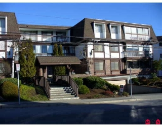 "Main Photo: 106 1444 MARTIN Street in White_Rock: White Rock Condo for sale in ""Martinview Manor"" (South Surrey White Rock)  : MLS®# F2804297"