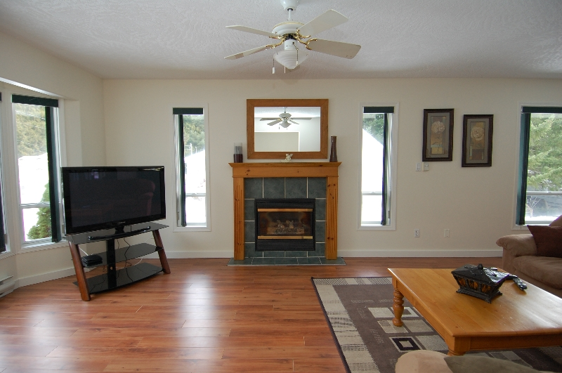 Photo 4: Photos: 181 JOHNSON PLACE: House for sale : MLS®# 268521