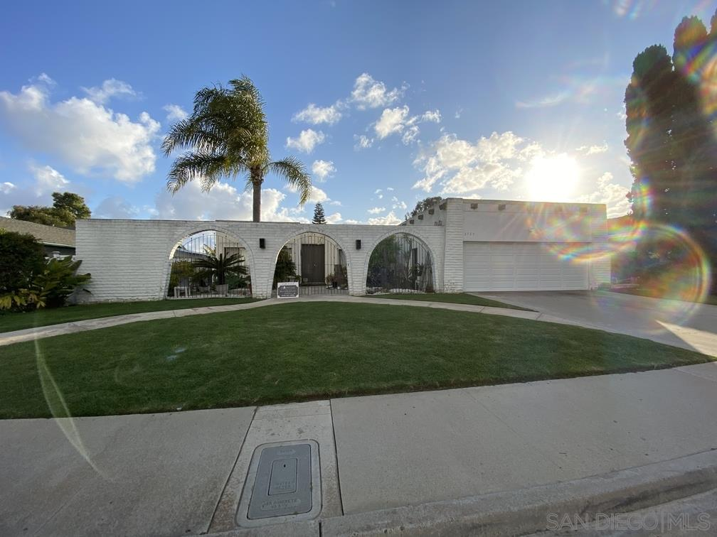FEATURED LISTING: 2729 La Gran Via Carlsbad