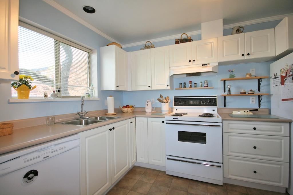 Photo 8: 3400 Quadra St in Victoria: Residential for sale (204)  : MLS® # 275035
