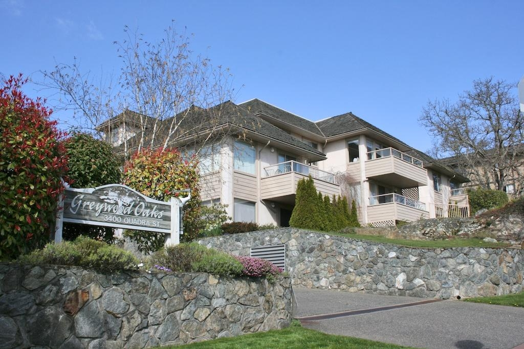 Main Photo: 3400 Quadra St in Victoria: Residential for sale (204)  : MLS® # 275035