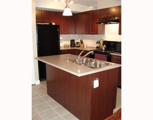 "Main Photo: 305 2525 BLENHEIM Street in Vancouver: Kitsilano Condo for sale in ""THE MACK"" (Vancouver West)  : MLS® # V649546"