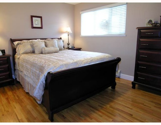 Photo 5: 109 N GROSVENOR Ave in Burnaby: Capitol Hill BN House for sale (Burnaby North)  : MLS® # V637631