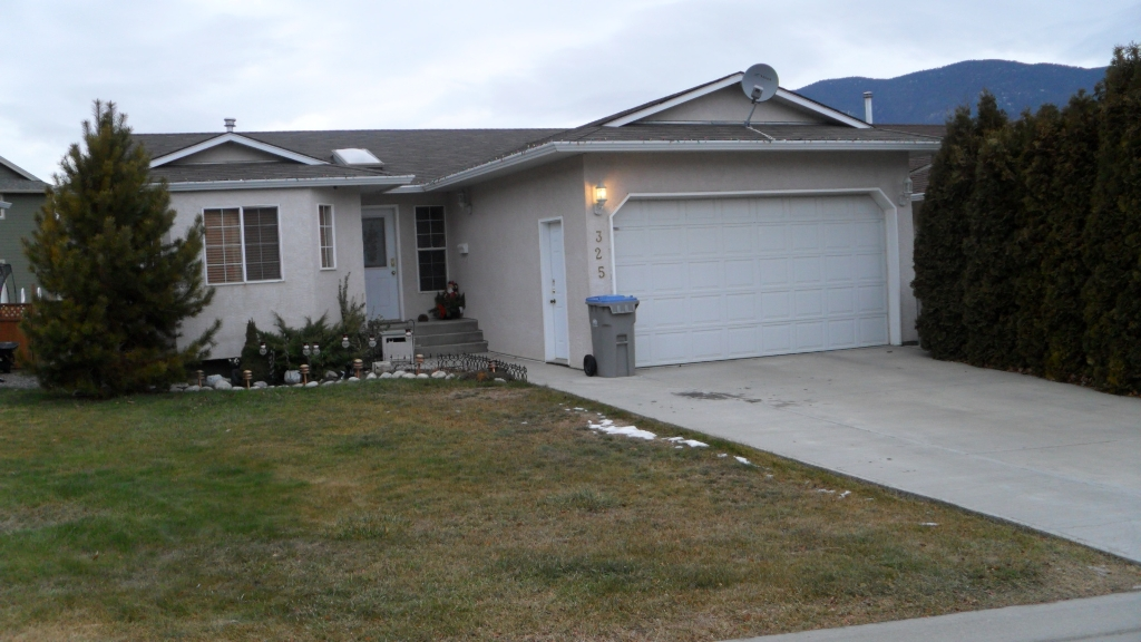 Main Photo: 325 Coyote Drive in Kamloops: House for sale : MLS® # 107088