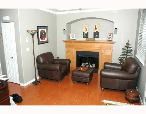 "Photo 3: 13 19063 MCMYN Road in Pitt_Meadows: Mid Meadows Townhouse for sale in ""VILLAGIO"" (Pitt Meadows)  : MLS® # V671070"