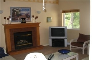 Photo 2: : Single Family Dwelling for sale (Hospital View Royal Victoria Vancouver Island/Smaller Islands British Columbia)  : MLS(r) # 251320