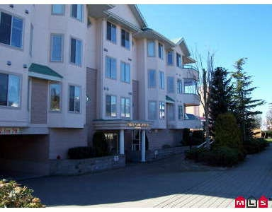 Photo 1: # 207 46000 FIRST AV: Chilliwack Condo for sale : MLS® # H2700314