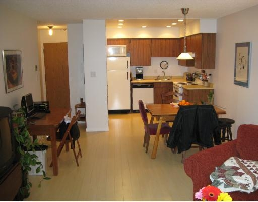 "Photo 5: # 106 - 1169, 8th Avenue in New Westminster: Moody Park Condo for sale in ""Fraser Gardens"" : MLS(r) # V696487"