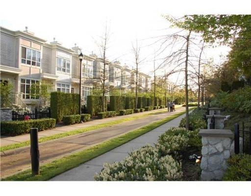 Photo 9: 6781 VILLAGE GR in Burnaby: Condo for sale : MLS(r) # V825832