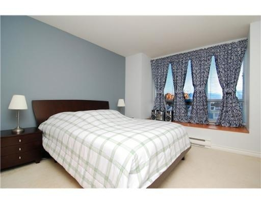 Photo 4: 6781 VILLAGE GR in Burnaby: Condo for sale : MLS(r) # V825832