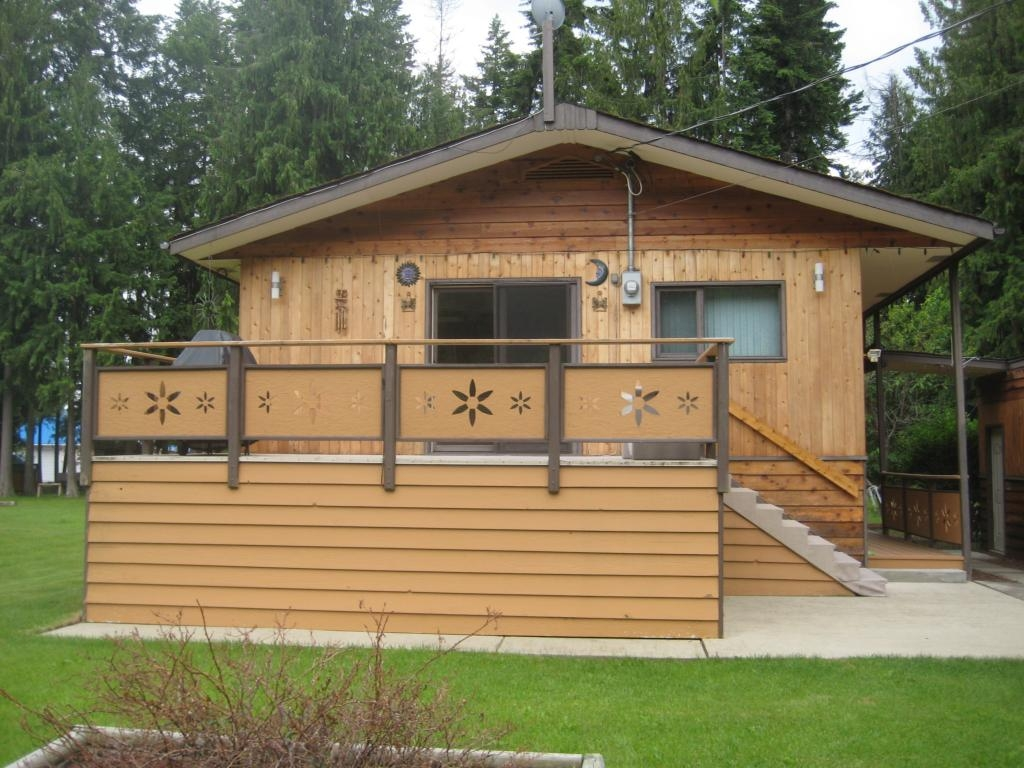 Main Photo: 4222 Saratoga Road in Scotch Creek: Residential Detached for sale : MLS(r) # 10030681