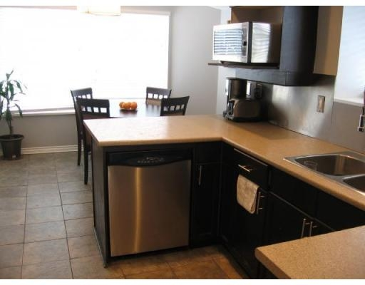 "Photo 4: # 136 - 28 Richmond Street in New Westminster: Fraserview NW Townhouse for sale in ""Castle Ridge"" : MLS(r) # V816862"