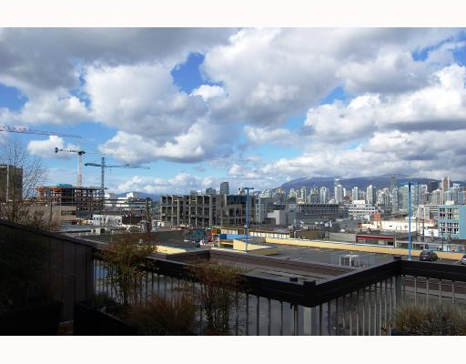 "Main Photo: 407 345 W 10TH Avenue in Vancouver: Mount Pleasant VW Condo for sale in ""VILLA MARQUIS"" (Vancouver West)  : MLS(r) # V697809"